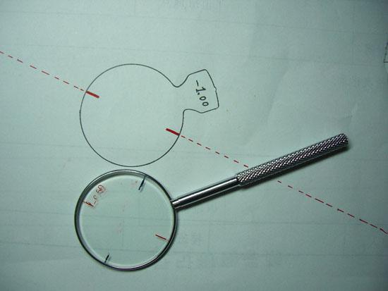 验光的流程 交叉柱镜的应用 作者:zero 发布时间:2013-04-16 11:07:07 来源:石家庄市新华区恒建沙盘设计中心 -->                   根据验光单的结果,减去50到100度,给顾客进行验光,当视力调到0.6~0.8以上后,询问顾客所见视标的上一行   1.是否在一条直线排列.有无上弓下弯的现象.